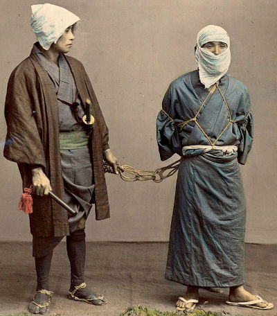Okappiki with a prisoner